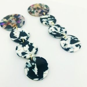 CLOSET REHAB Jewelry - Linear Circle Drop Earrings in Black and White